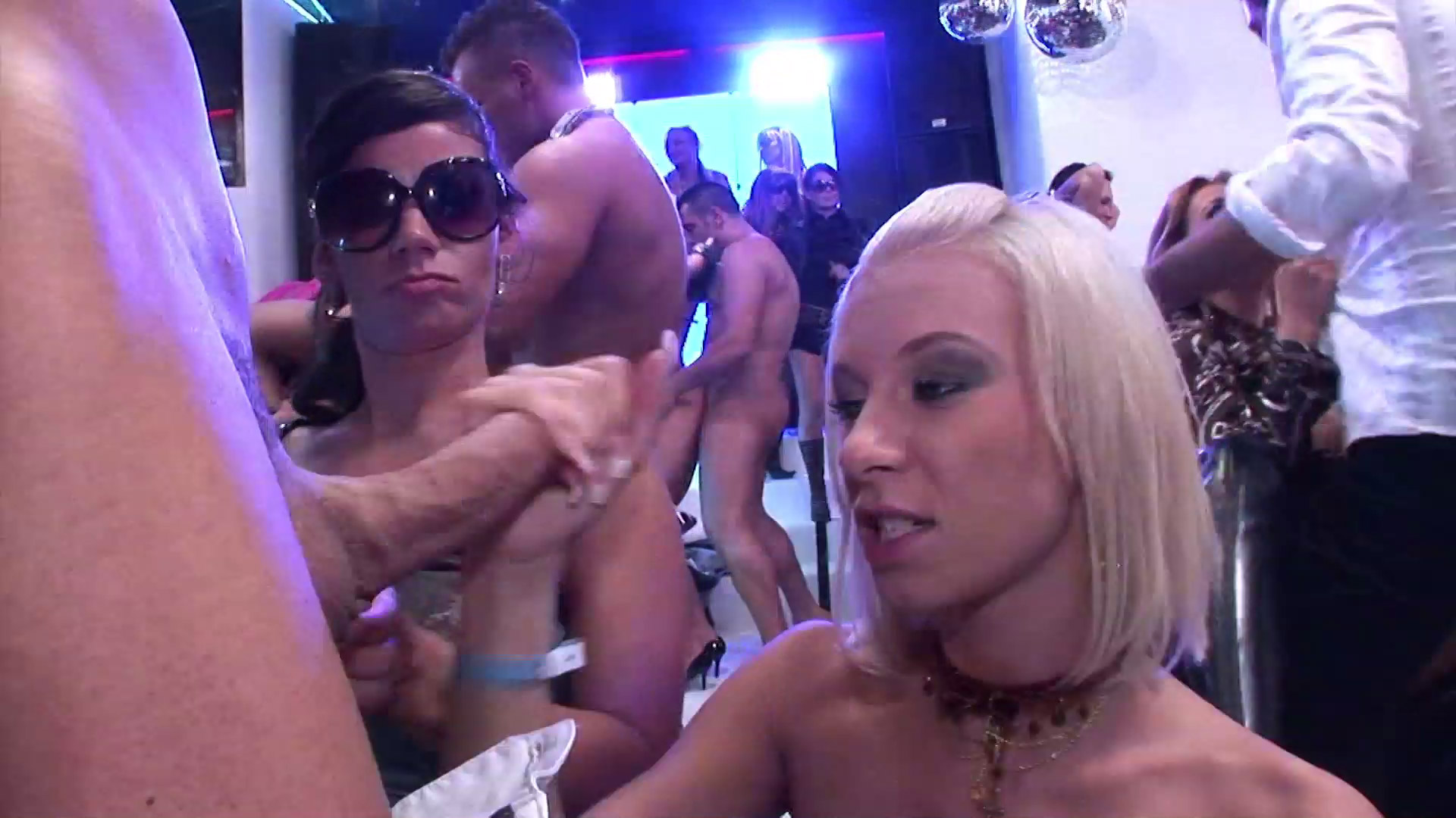 swingerclub party gangbang